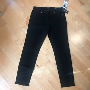 NWT Kenneth Cole Jess Skinny Crop Jeans